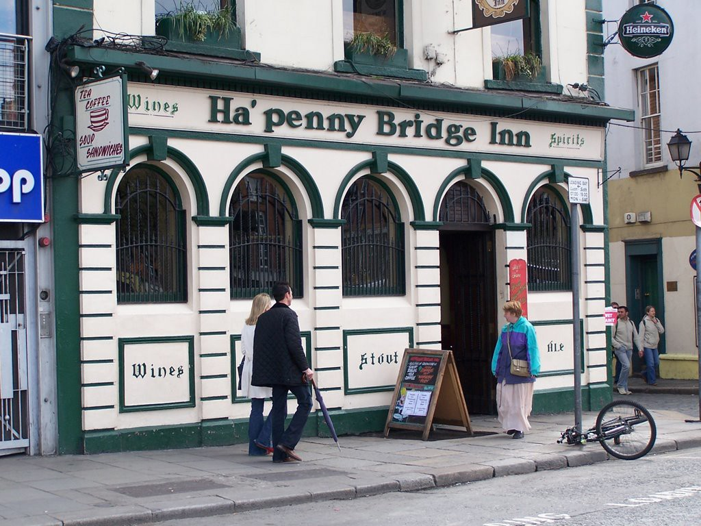 The arched exterior of the Ha'Penny Bridge Inn